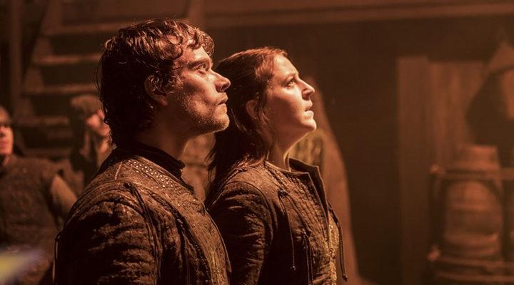 Theon Greyjoy y Yara Greyjoy en la batalla del episodio 7x02