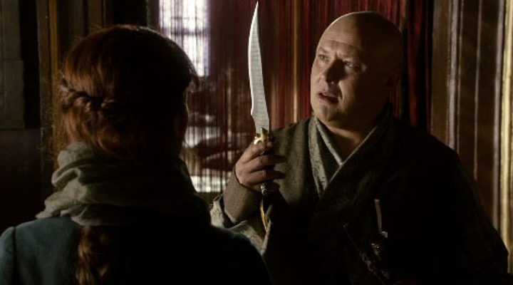 Catelyn entrega la daga de acero valyrio a Varys