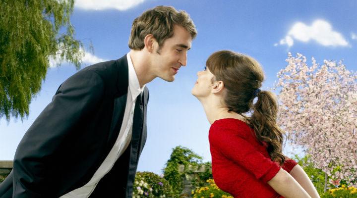 Lee Pace y Anna Friel en una imagen promocional de 'Pushing Daisies'