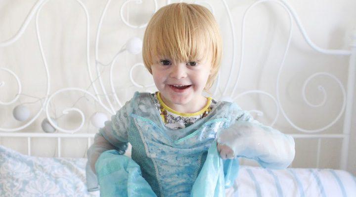 Noah disfrazado de Elsa