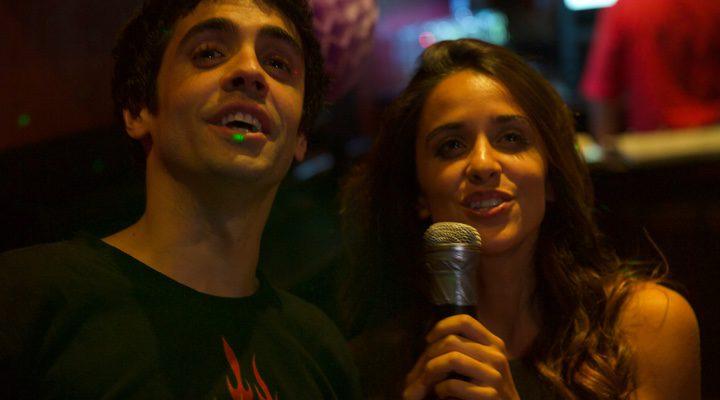 Macarena García y Javier Ambrossi cantando