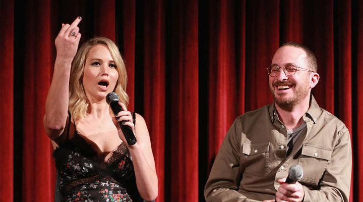 Jennifer Lawrence regala una peineta en la Academia