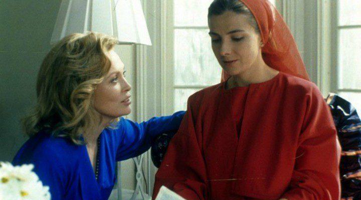 Serena Joy (Faye Dunaway) y Offred (Natasha Richardson) en la película