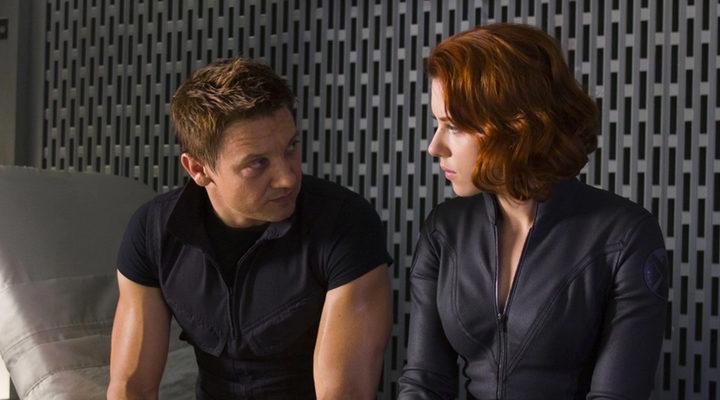 Jeremy Renner y Scarlett Johansson en 'Los Vengadores'