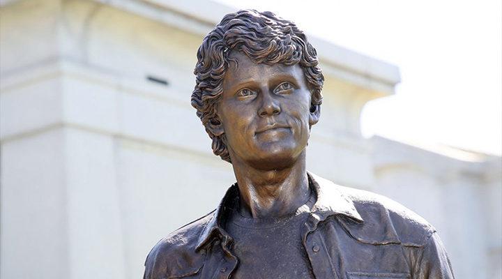 Estatua Anton Yelchin