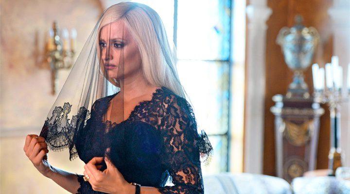 'Penélope Cruz caracterizada como Donatella Versace'