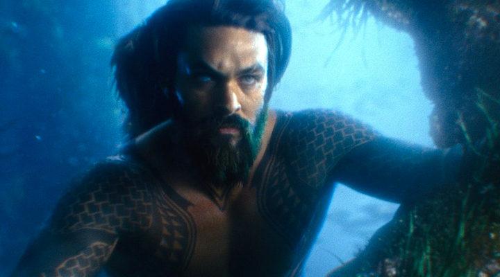 Aquaman bajo el agua
