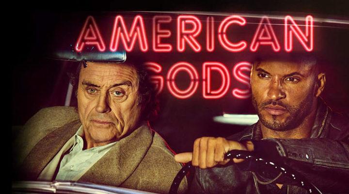 Ian McShane y Ricky Whitlle en 'American Gods'