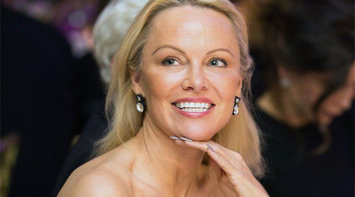 'Pamela Anderson se ha convertido en foco de críticas por sus declaraciones sobre acoso sexual'