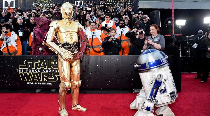 C3PO Y R2D2 en la premiere de 'Star Wars: El despertar de la fuerza'