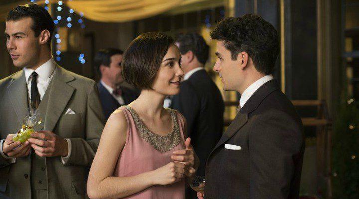 Marga y Pablo en una imagen de la segunda temporada de 'Las chicas del cable'
