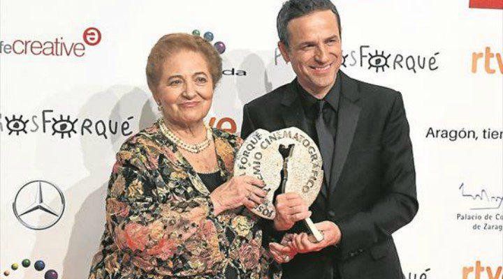 Gustavo Salmerón y Julita Salmerón con el Premio Forqué a Mejor Largometraje Documental