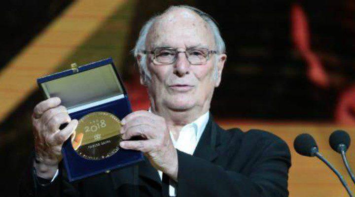 Carlos Saura con la Medalla de oro de Egeda