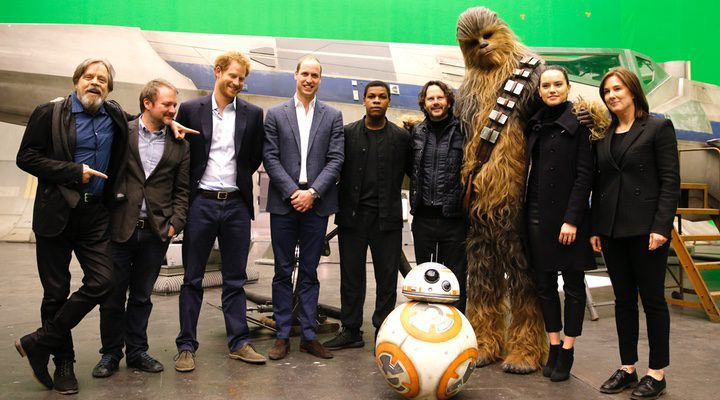 los príncipes William y Harry visitan el set de 'Star Wars: Los últimos Jedi'