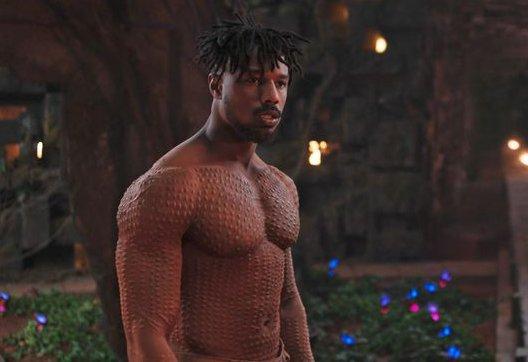 Michael B. Jordan sin camiseta en 'Black Panther'