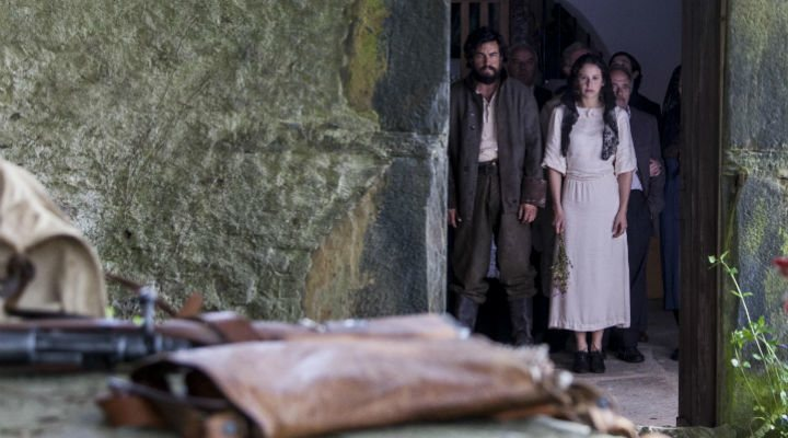 Mario Casas </p><p>e Irene Escolar en 'Bajo la piel del lobo'