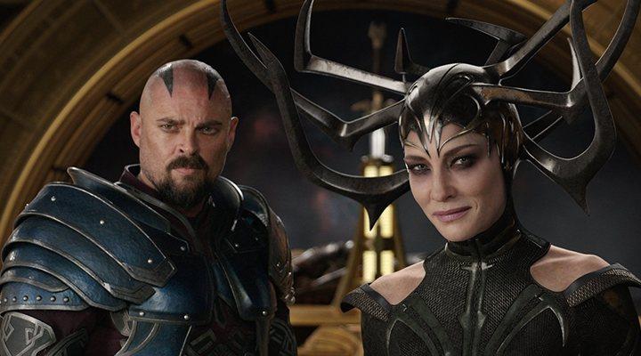 Cate Blanchett y Karl Urban en 'Thor:Ragnarok'