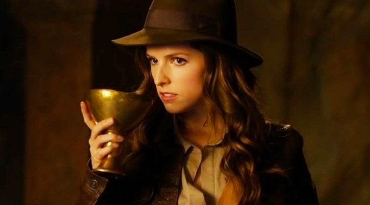 Anna Kendrick interpretando a 'Indiana Jones' en un sketch