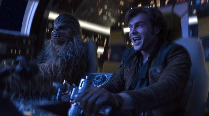Chewbacca y Alden Ehrenreich en 'Han Solo'