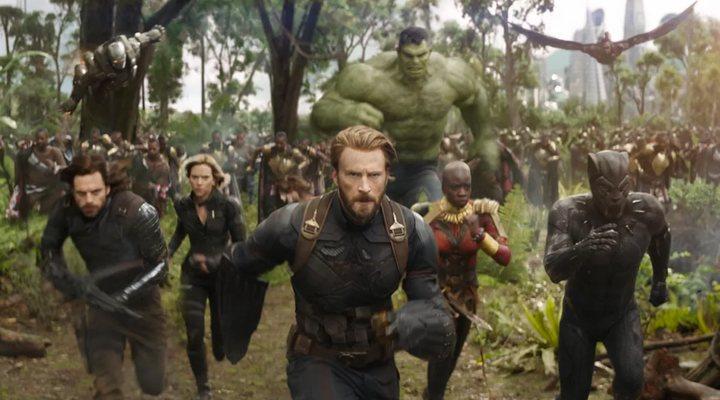 Chris Evans, Sebastian Stan, Chadwick Boseman, Scarlett Johansson, Danai Gurira y Mark Ruffalo como Hulk en 'Vengadores: Infinity War'
