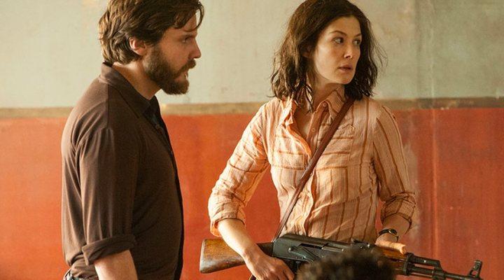 Daniel Brühl y Rosamund Pike en '7 días en Entebbe'