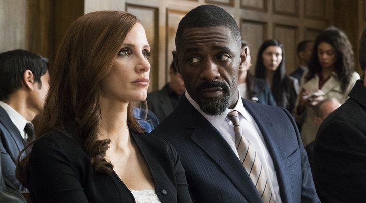 Jessica Chastin e Idris Elba en 'Molly's Game'