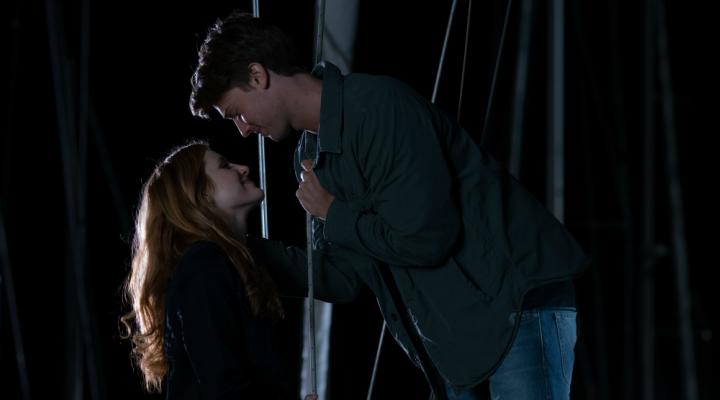 Bella Thorne y Patrick Schwarzenegger en 'Amor a medianoche'