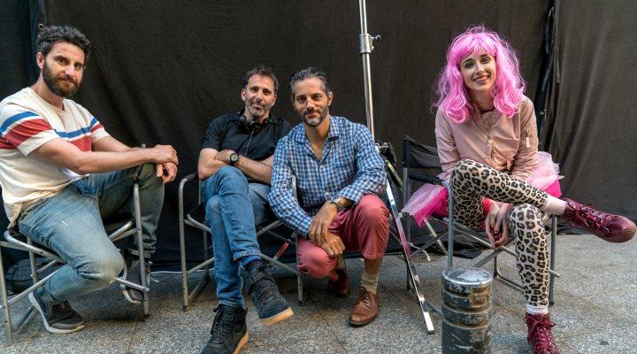 Dani Rovira, Alejo Flah, Joaquín Furriel e Ingrid García Jonsonn durante el rodaje de 'Taxi a Gibraltar'