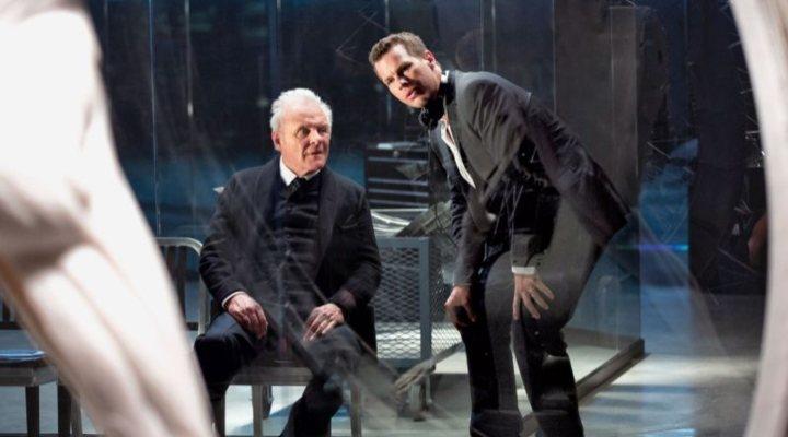 Jonathan Nolan y Anthony Hopkins durante el rodaje de 'Westworld'