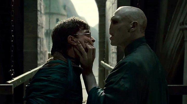 'Daniel Radcliffe como Harry Potter y Ralph Fiennes como Voldemort en Harry Potter y las Reliquias de la Muerte - parte 2'