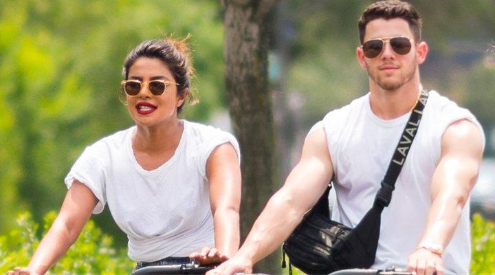 Se comprometen Nick Jonas y su novia Priyanka Chopra