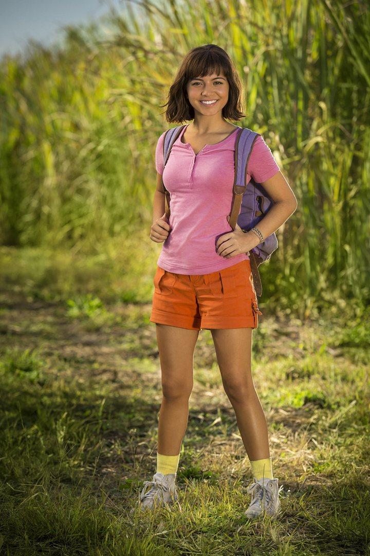 Isabela Moner como Dora la exploradora