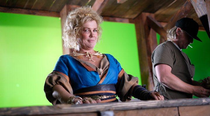 Robyn Malcolm en el set de 'The Outpost'