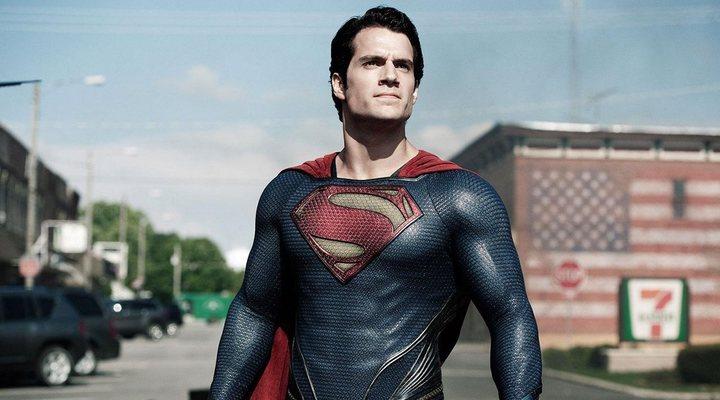 Henry Cavill colgará la capa de Superman, según apunta THR