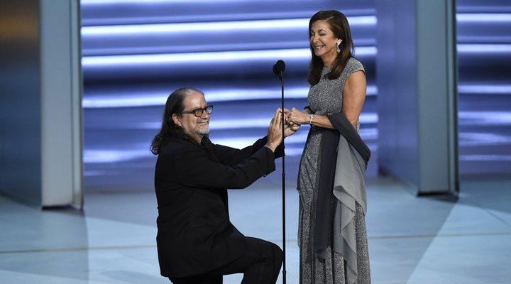 Glenn Weiss proponiendo matrimonio a Jan Svendsen en la 70 edición de los premios Emmy