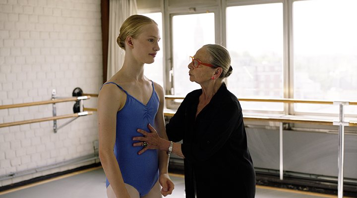 'Victor Polster en una escena de danza de 'Girl''