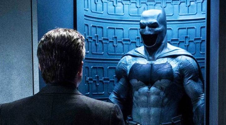 Ben Affleck frente al traje de Batman