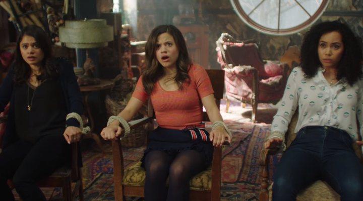 Escena del episodio piloto del reboot de 'Embrujadas'