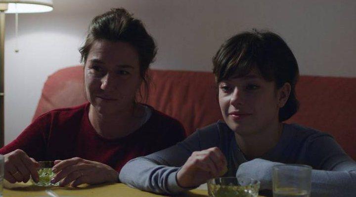 Lola Dueñas y Anna Castillo en una escena de 'Viaje al cuarto de una madre'