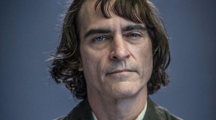 Joaquin Phoenix como Arthur Fleck, antes de convertirse en el Joker