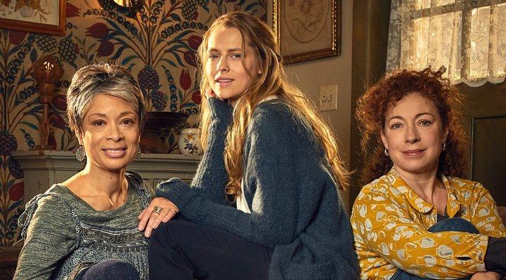 Alex Kingston, Valarie Pettiford y Teresa Palmer en 'El descubrimiento de las brujas'