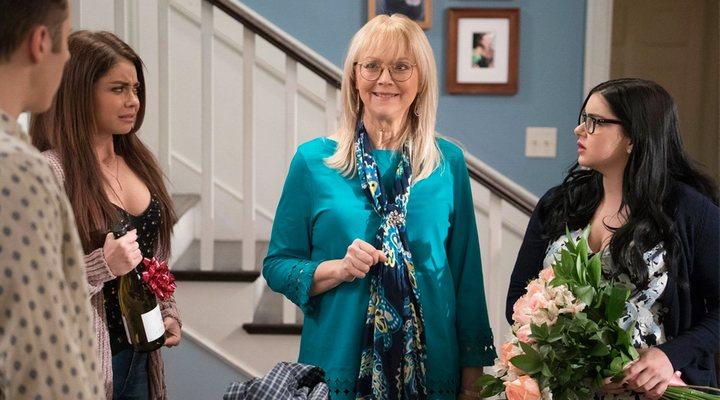 Shelley Long como DeDe en 'Modern Family'