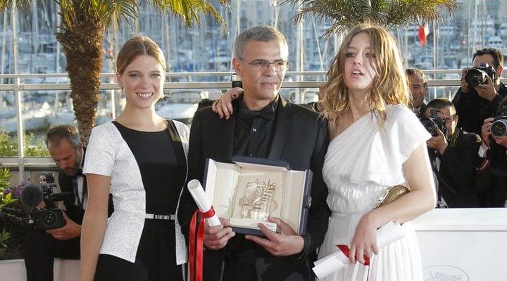 Léa Seydoux, Abdellatif Kechiche y Adèle Exarchopoulos en la clausura del Festival de Cannes de 2013