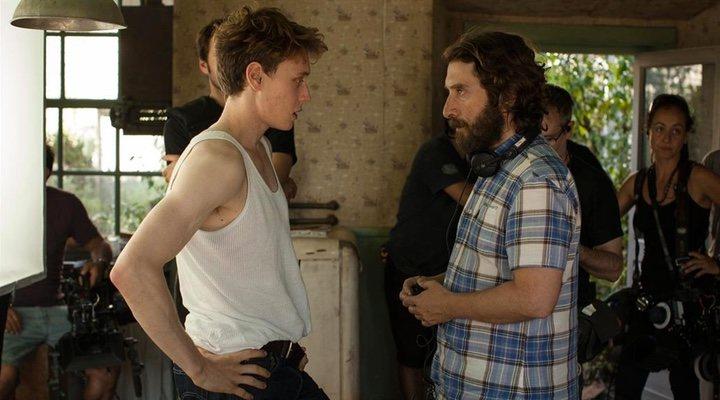 Imagen de Sergio G. Sánchez en el rodaje de 'El secreto de Marrowbone'