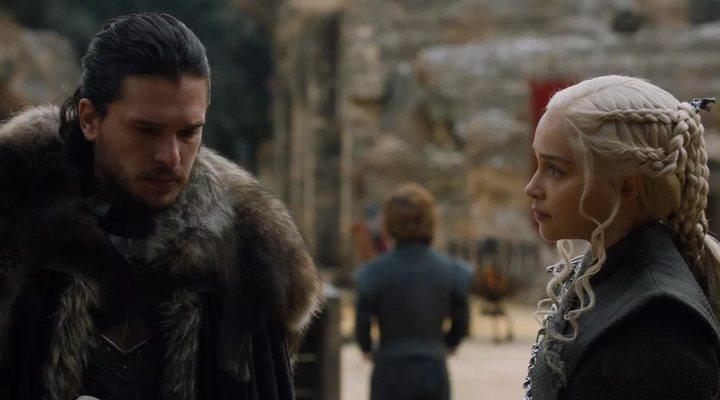 Kit Harington y Emilia Clarke en 'Juego de Tronos'