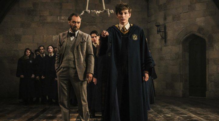 Dumbledore y el joven Newt Scamander en 'Animales Fantásticos: Los Crímenes de Grindelwald'