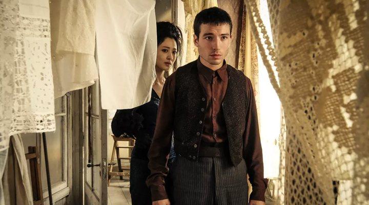 Ezra Miller y Claudia Kim en 'Animales Fantásticos: Los crímenes de Grindelwald'
