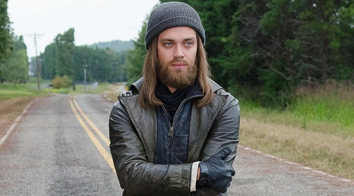 Tom Payne como Jesus en 'The Walking Dead'