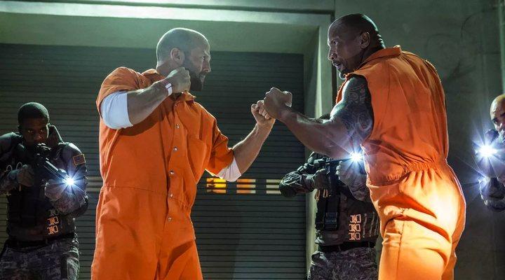 Jason Statham y Dwayne Johnson como Deckard Shaw y Luke Hobbs en 'Fast & Furious'