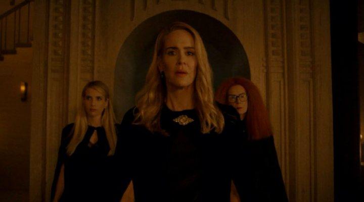 Emma Roberts, Sarah Paulson y Frances Conroy en 'American Horror Story: Apocalypse'